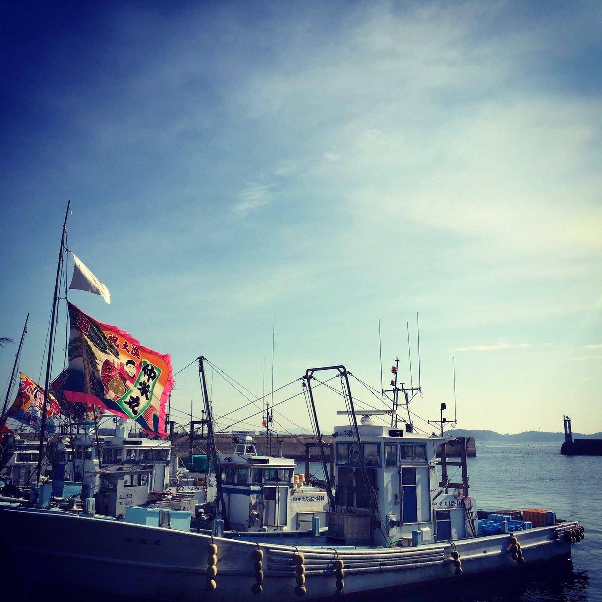 大漁旗を掲げた勇壮な漁船! 鳥居三洋様