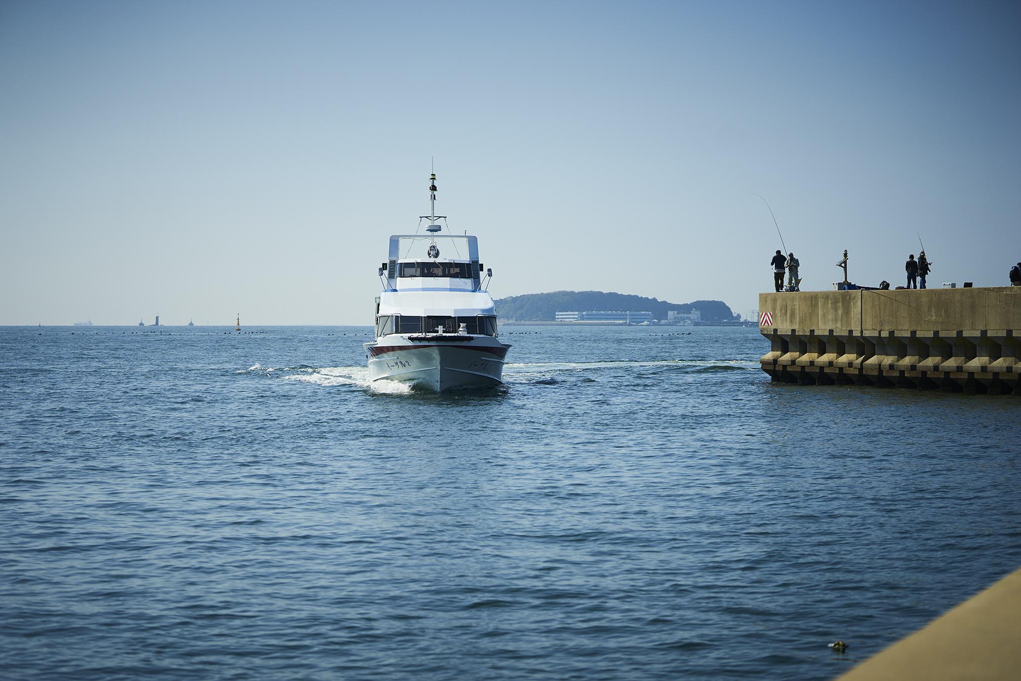 西港の青い海